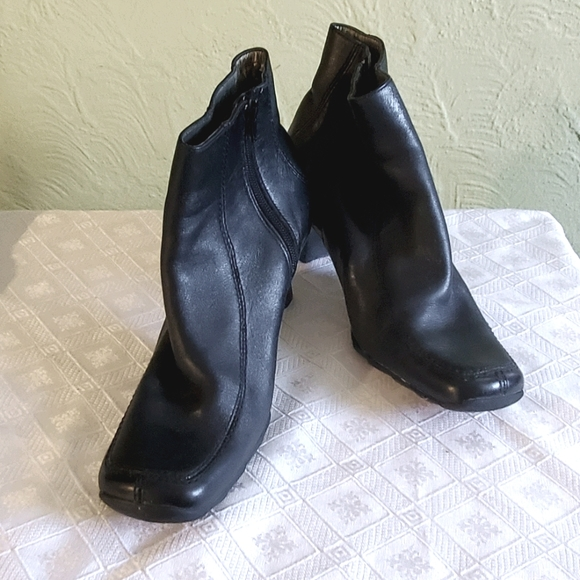 Kenneth Cole Reaction square toe black boots